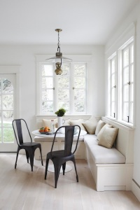 chic-breakfast-banquet-nook